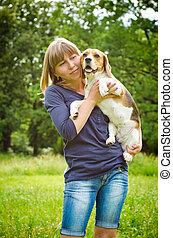 frau, mit, beagle