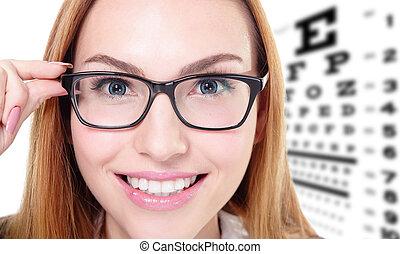frau, mit, brille, und, sehen prüfung, tabelle