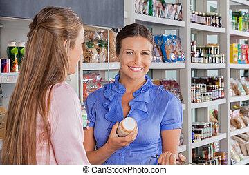 frau, mit, freund, shoppen, in, supermarkt