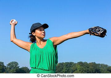 frau, mit, handschuh, und, kappe, werfen, baseball, draußen