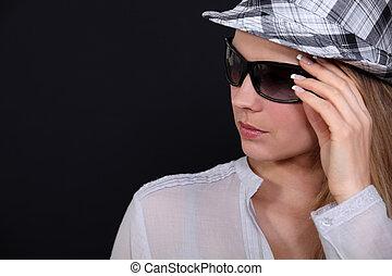 frau, mit, hut, und, sonnenbrille