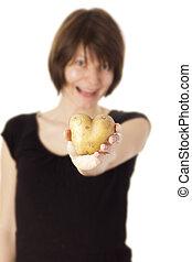 Frau mit Kartoffel-Herz