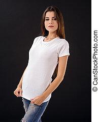frau, mit, leer, weißes hemd, aus, schwarzer hintergrund