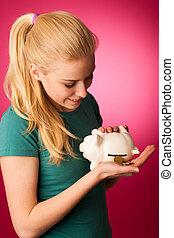 frau, mit, spaardose, in, hände, aufgeregt, zu, sicher, retten, savings.