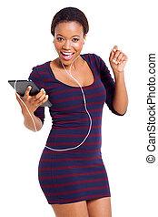 frau, musik, junger, zuhören, afrikanisch