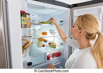 Schlechte, frau, geruch, kühlschrank, recognized.... Stockfoto ...