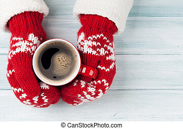 frau reicht, besitz, heißer kaffee, oben, holztisch