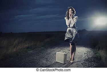 frau, retro, koffer