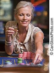 frau, roulett, kasino, focus), (selective, lächeln, spielende