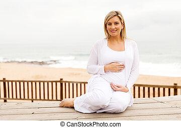 frau, schwanger, sitzen