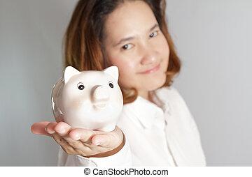 frau, schweinchen, halten hände, lächeln, bank