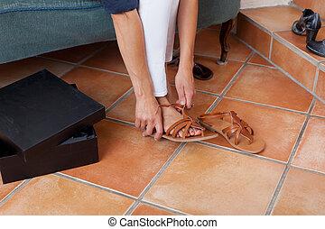 frau, schwierig, neu , sandals, in, kaufmannsladen