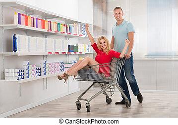 frau, shoppen, Sitzen, Karren, hurrarufen, Mann, glücklich