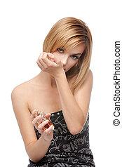 frau, sie, junger, parfüm, handgelenk, riechen