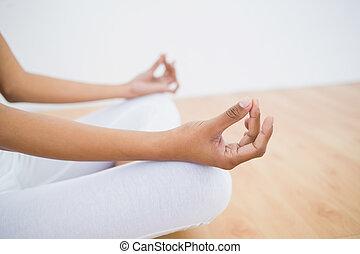 frau sitzen, lotos, abschnitt, schlank, meditieren, mittler,...