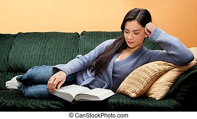 frau, sofa, junger, unten, buch, lesende , liegen