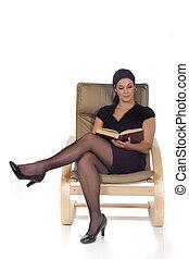 frau, sofa, lesend buch