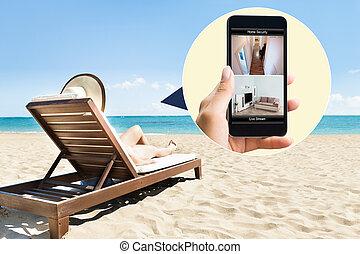 frau sonnenbaden, deck, stuhl, an, sandstrand