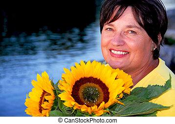 frau, sonnenblumen