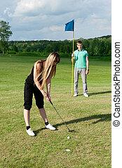frau, spielen golf spieler, kugel, setzen grüns, loch