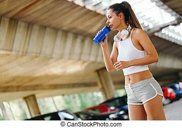 frau, sportliche , wasser, jogging, draußen, trinken