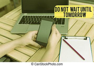frau, text, besser, bis, begriff, buero, devices., technologisch, handschrift, wartezeit, edv, smartphone, not, vorräte, ihm, bedeutung, laptop, tomorrow., weg, needed, dringend, recht, jetzt