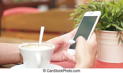 frau, texting, junger