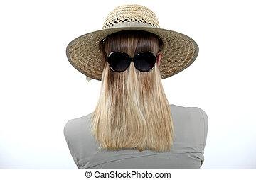 frau, tragende sunglasses, rückwärts