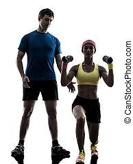 frau, trainieren, fitness, gewichtstraining, mit, mann, trainer, in, silhouette, weiß, hintergrund