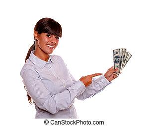 frau- zeigen, geld, bargeld, junger, besitz, lächeln