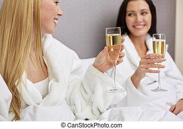 frauen, brille, bademäntel, champagner, glücklich