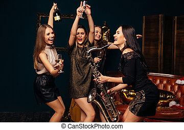 frauen, trinken, champagner, und, tanzen, an, party