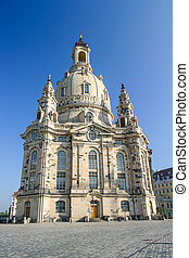 Frauenkirche in Dresden vertical