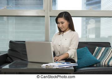 frauenunternehmen, arbeitende , junger, asiatisch, home.