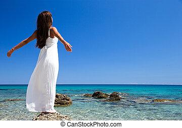 free happy woman enjoying sea