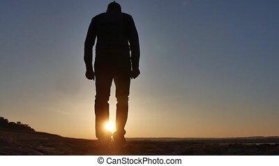 freedom., 남자, 정지, 통하고 있는, a, 절벽, 일몰, 실루엣, 손, 생활 양식, 에서, 그만큼,...