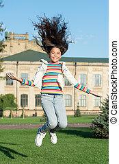 freedom., finally., infancia, cacheados, criança, outdoor., cabelo, sentido, celebrando, pequeno, primavera, feriado, life., salto, sucesso, menina, adicionar, seu, pular, happiness., high., real, feliz, movimento, criança