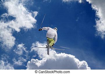 freestyle, saltador esqui, com, cruzado, esquis