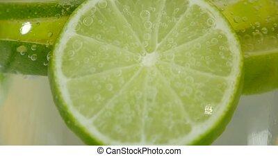 freigestellt, wasser, spritzen, grüner hintergrund, weißes, limette