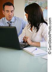 frente, computador, trabalhando, negócio, duo