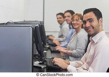 frente, computadora, clase, Sentado