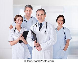 frente, equipe, doutor masculino