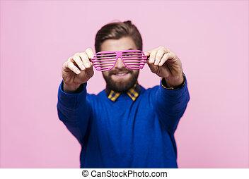 frente, hombre, lentes, tenencia, cara