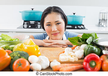 frente, legumes, mulher sorri, cozinha