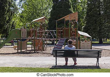 frente, mujer, patio de recreo