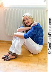 frente, mujer, radiador, sentado