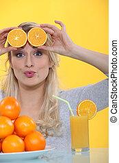 frente, naranja, mujer, rebanadas