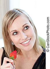 fresa, brillante, mujer que come