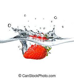 fresa fresca, caído, en, agua azul, con, salpicadura,...