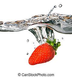 fresa fresca, caído, en, agua, con, salpicadura, aislado, blanco